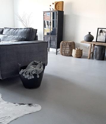 Gietvloer in de woonkamer