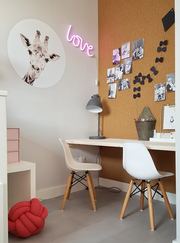 kurkwand kurkbehang magneetsticker kinderstoeltjes kinderbureau diy