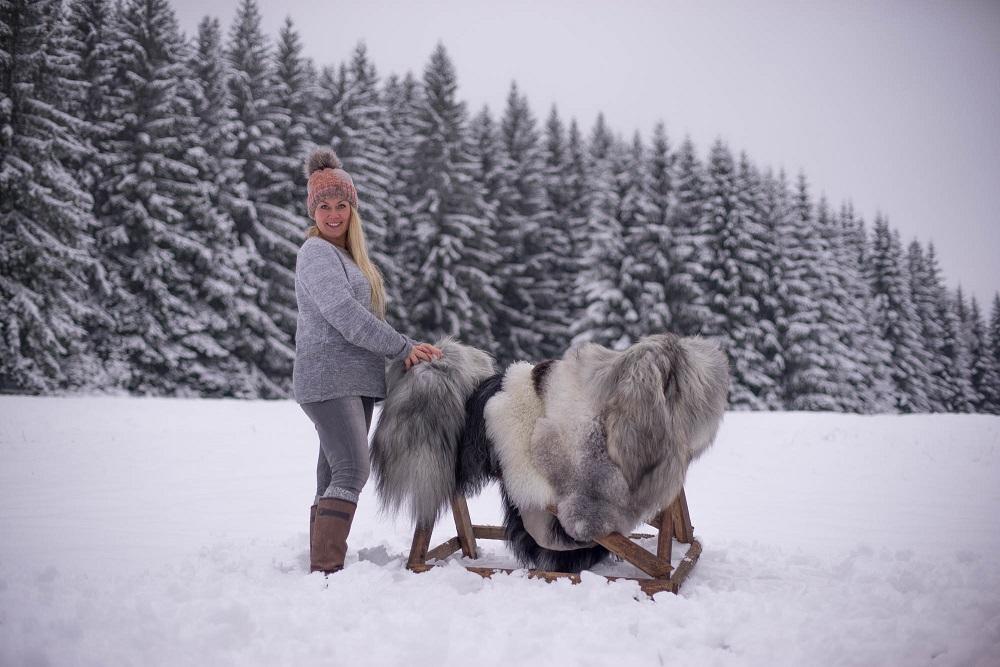 IJslandse schapenvacht in de sneeuw