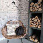 rotan stoel brickwall