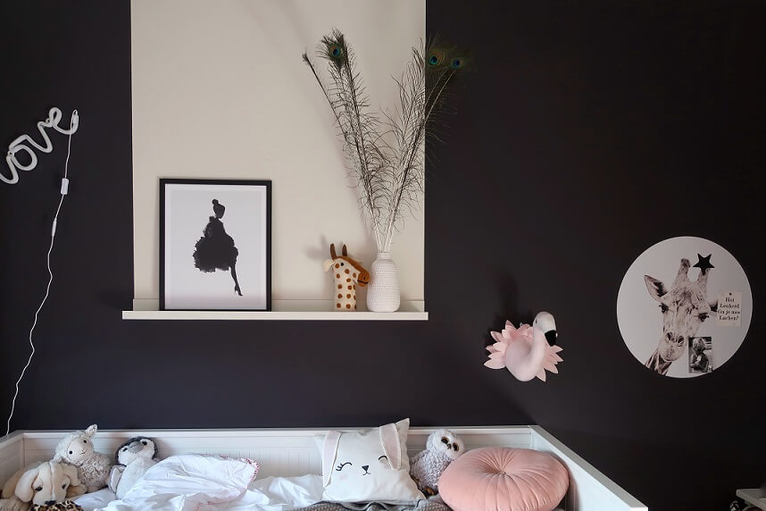 verfvlak muur meisjeskamer