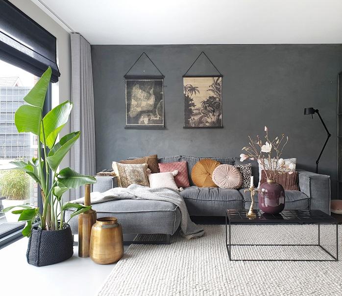 wandkaarten in de woonkamer