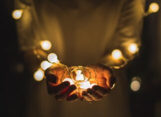 lampjes in handen