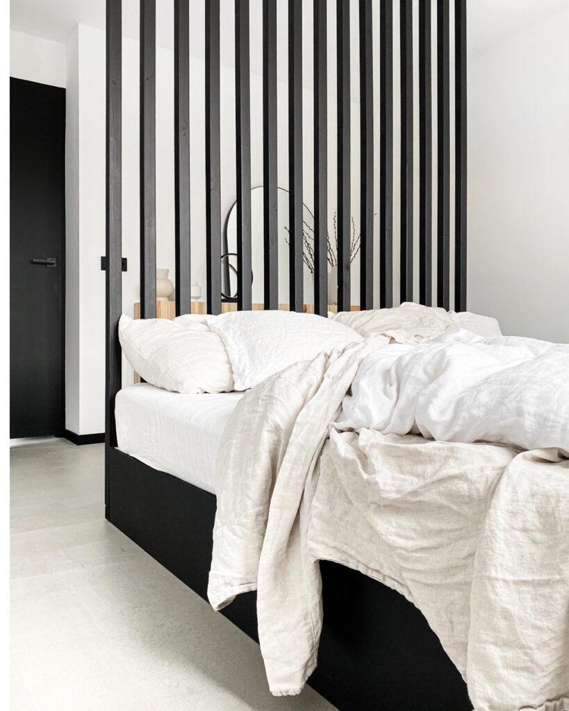 Minimalistische slaapkamer, binnenkijker