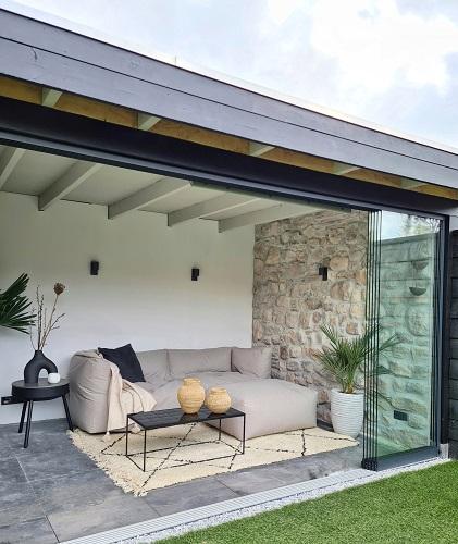 glazen schuifwand in houten veranda verasol